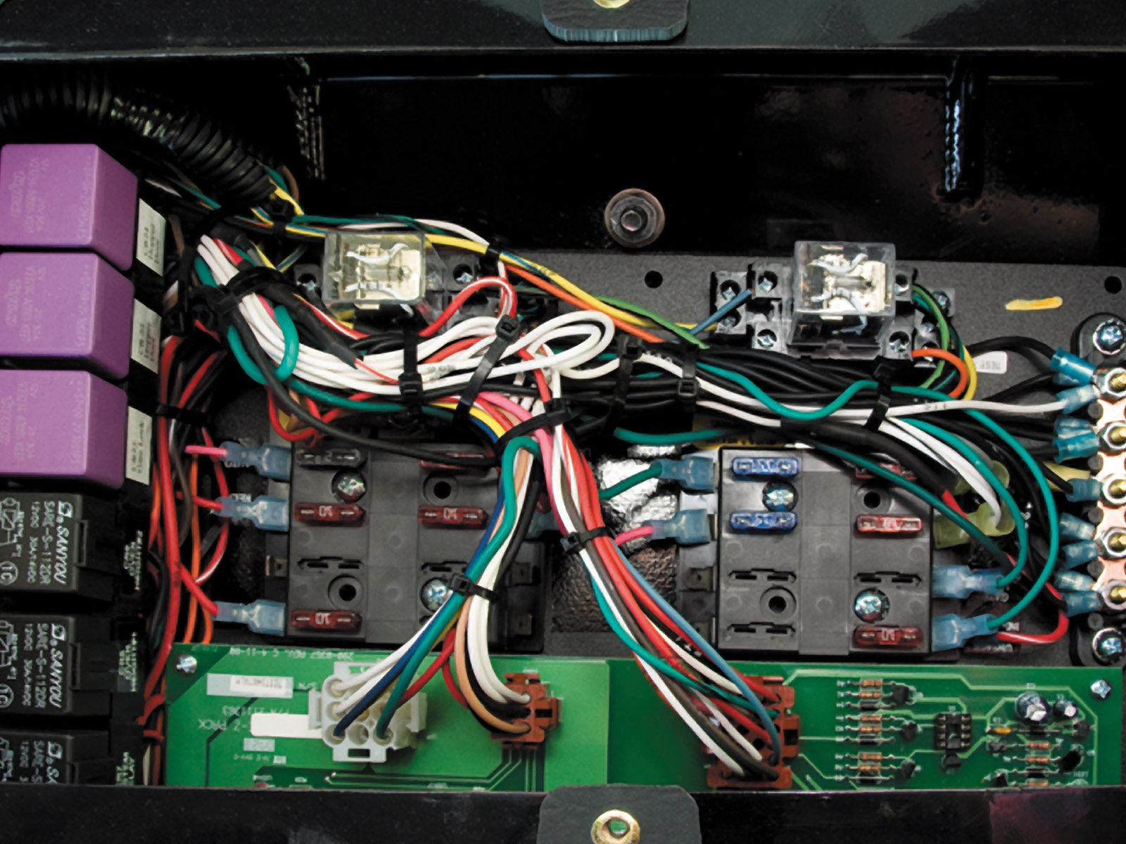 No onboard computers make it simple — Relay logic instead of computers or PLCs makes diagnosis and repair quick and easy. Troubleshoot with a test light.